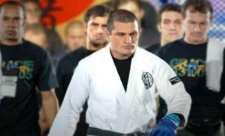 Vídeo: Veja um treino de Jiu-Jitsu do professor Ralph Gracie