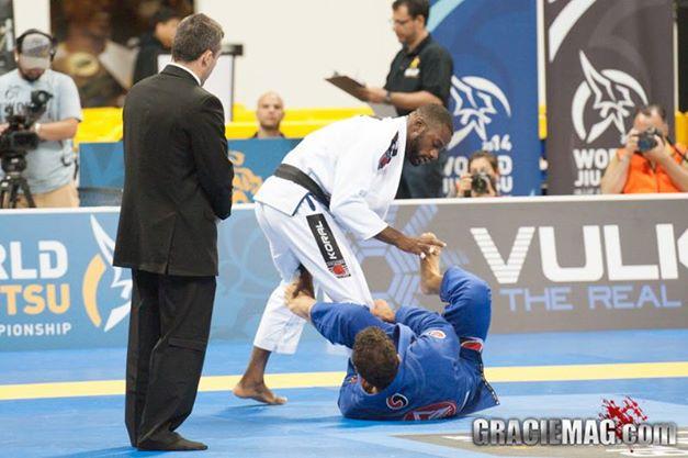 Alan Finfou em ação no Jiu-Jitsu. Foto: GRACIEMAG