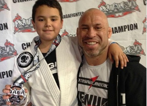 Vídeo: O pai coruja Wanderlei Silva com seu filho campeão no Jiu-Jitsu