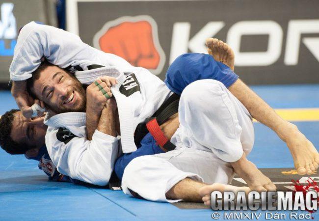 Bráulio Estima nas costas de Murilo Santana, no Mundial 2014. Foto: Dan Rod/GRACIEMAG