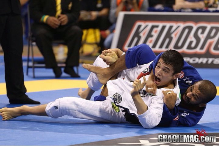 Bruno Malfacine contra Joao Miyao na final do Mundial 2014