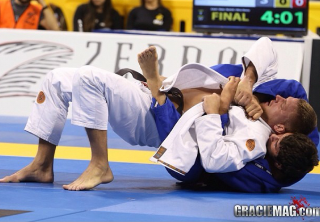 Defenda as costas e contra-ataque com giro no Jiu-Jitsu