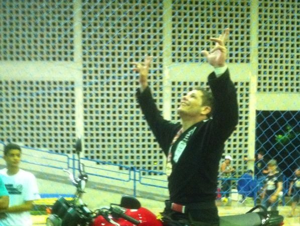 Faixa-preta da Checkmat vence absoluto de Jiu-Jitsu e conquista moto zero km