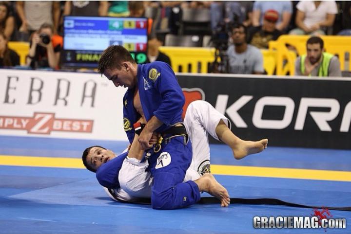 Gui Mendes por cima contra Paulo Miyao