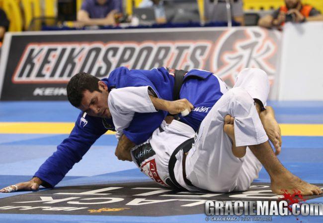 Vídeo: Rodolfo Vieira ensina transição de 7 pontos na Escola de Jiu-Jitsu Brasileiro