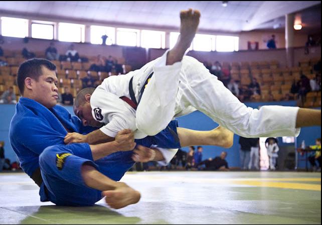 Derrube qualquer um no Jiu-Jitsu, com as dicas de JT e Galvão