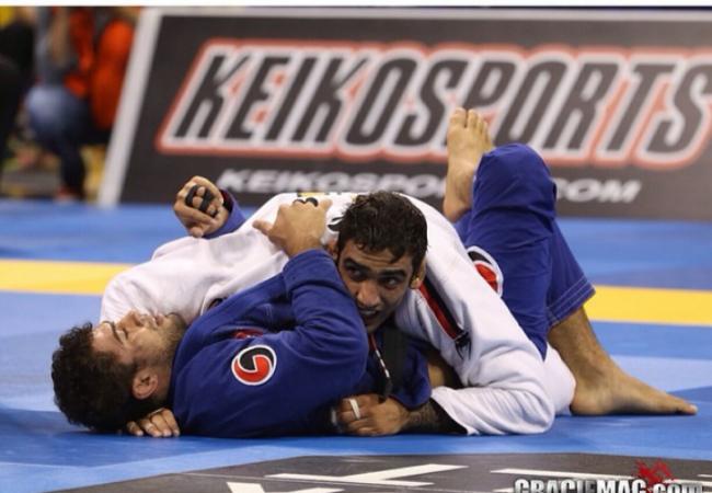 Passe a guarda laçada no Jiu-Jitsu ao estilo Leandro Lo