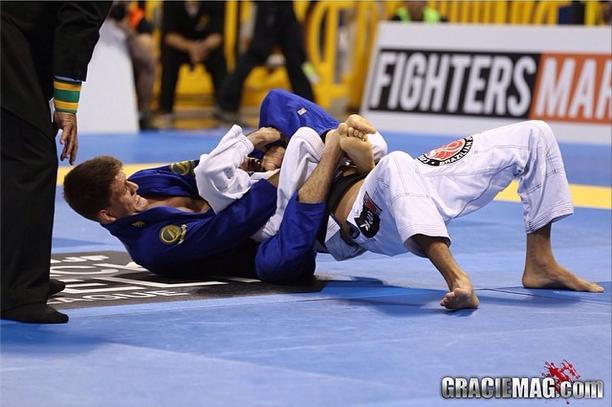 O estrangulamento do tetracampeão Rafa Mendes na semifinal do Mundial 2014