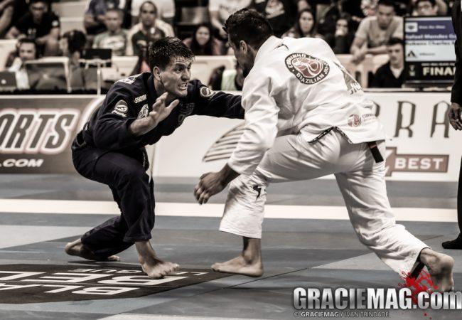 Surpreenda o adversário que puxa para a meia-guarda no Jiu-Jitsu