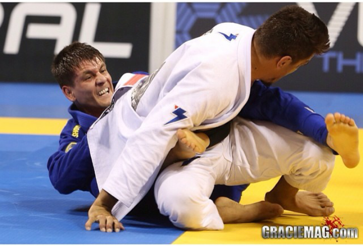 Rafa Mendes tenta berimbolo contra Rubens Cobrinha no Mundial 2014
