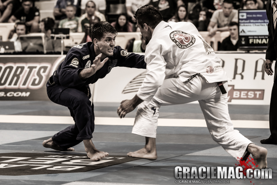 Rafa against Cobrinha in the black belt featherweight final. Photo: Ivan Trindade / GRACIEMAG