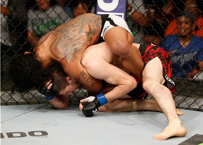 Ben Henderson no mata-leão que finalizou Khabilov. Foto: UFC