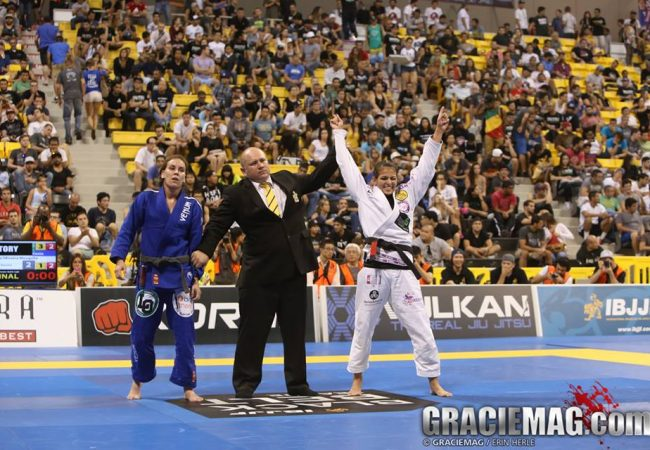Bia Mesquita celebrates the glory of gold at the Worlds