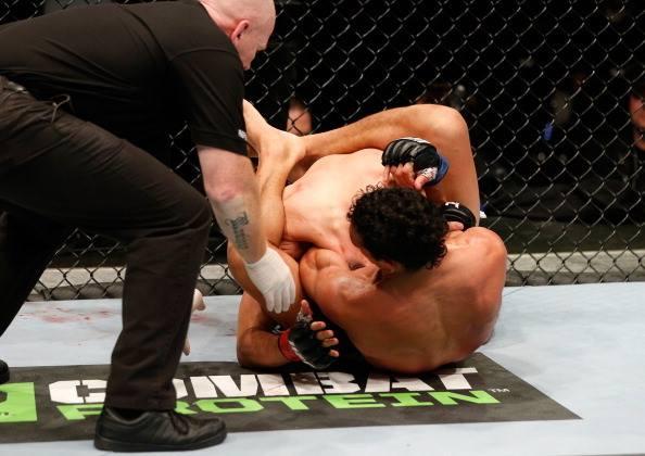 Vídeo: Charles do Bronx e seu triângulo de mão vencedor no UFC em Auckland