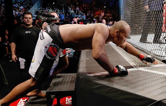Ronaldo Jacaré sobe mais um degrau na escalada até o topo do UFC. Foto: Divulgação/UFC