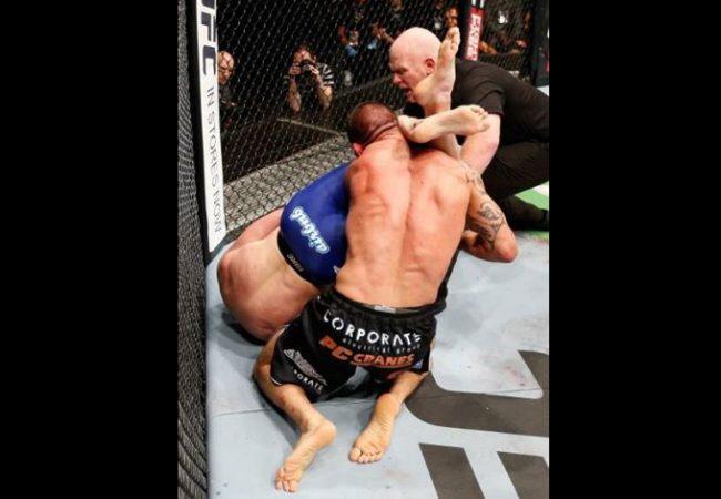 Vídeo: Reveja o armlock premiado de Nate Marquardt no UFC em Auckland