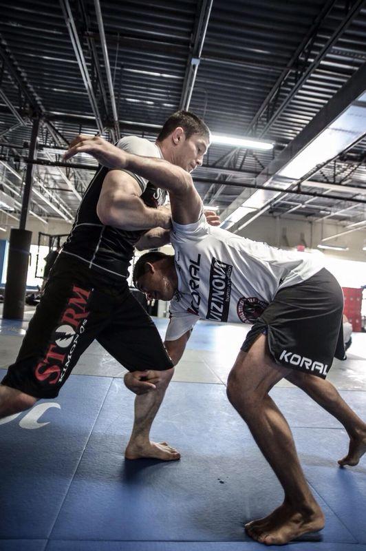 Gilbert Durinho treinando com Claudio Calasans. Foto: Ryan Loco