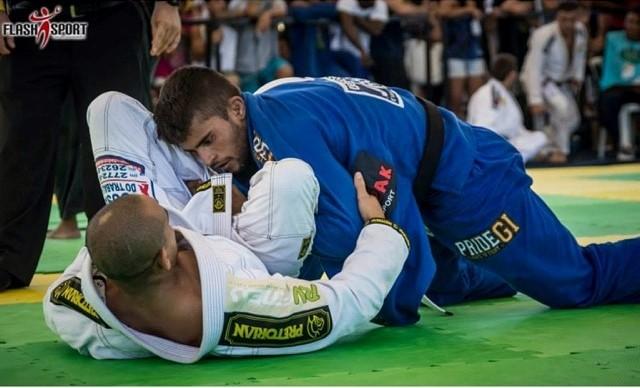 Luan Carvalho ensina raspagem da guarda-laçada com finalização no Jiu-Jitsu