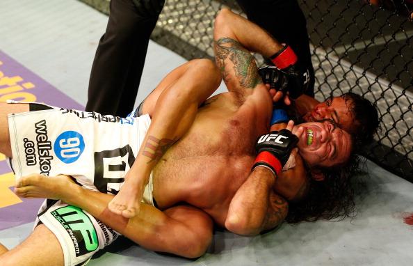 Vídeo: Reveja o estrangulamento de Dennis Bermudez em Clay Guida no UFC