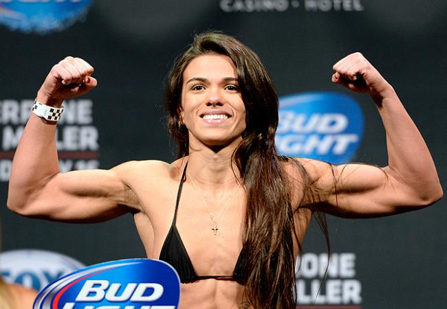 Claudinha Gadelha faz história e vence a primeira luta peso-palha do UFC