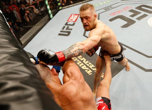 Conor McGregor vence Diego Brandão e incendeia o UFC em Dublin