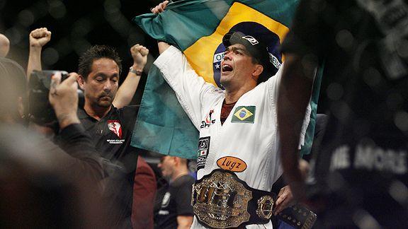 Vídeo: O nocautaço de Lyoto Machida pelo cinturão do UFC