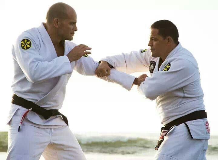 Saulo Ribeiro treinando com o irmão Xande durante ensaio fotográfico. Foto: Divulgação