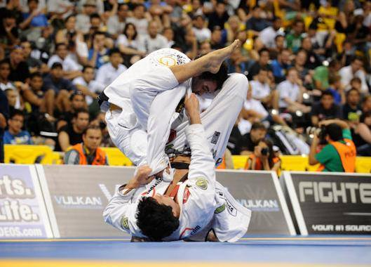 Flash Class: Improve your closed guard attacks with Kayron Gracie and Buiú