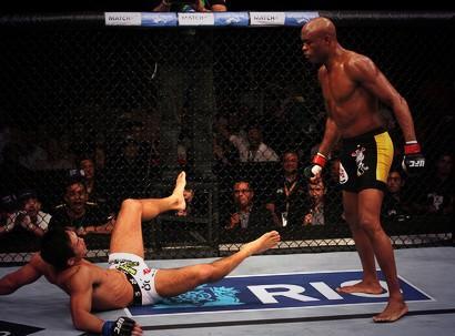 Vídeo: Reveja Anderson Silva x Yushin Okami no primeiro UFC Rio