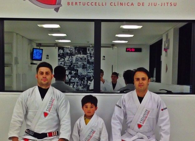 Piloto Felipe Massa treina Jiu-Jitsu com o filho em São Paulo