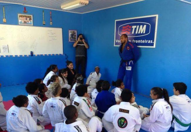 Saiba o que fez o campeão de Jiu-Jitsu Roberto Cyborg chorar em Porto Alegre