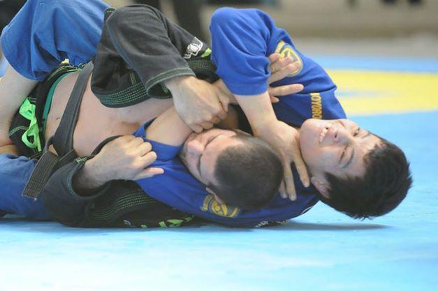 O estrangulamento de Paulo Miyao na final do absoluto do SP Open de Jiu-Jitsu