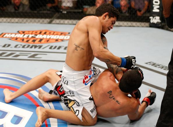 Reveja o nocaute do faixa-preta de Jiu-Jitsu Carlos Diego no UFC 177
