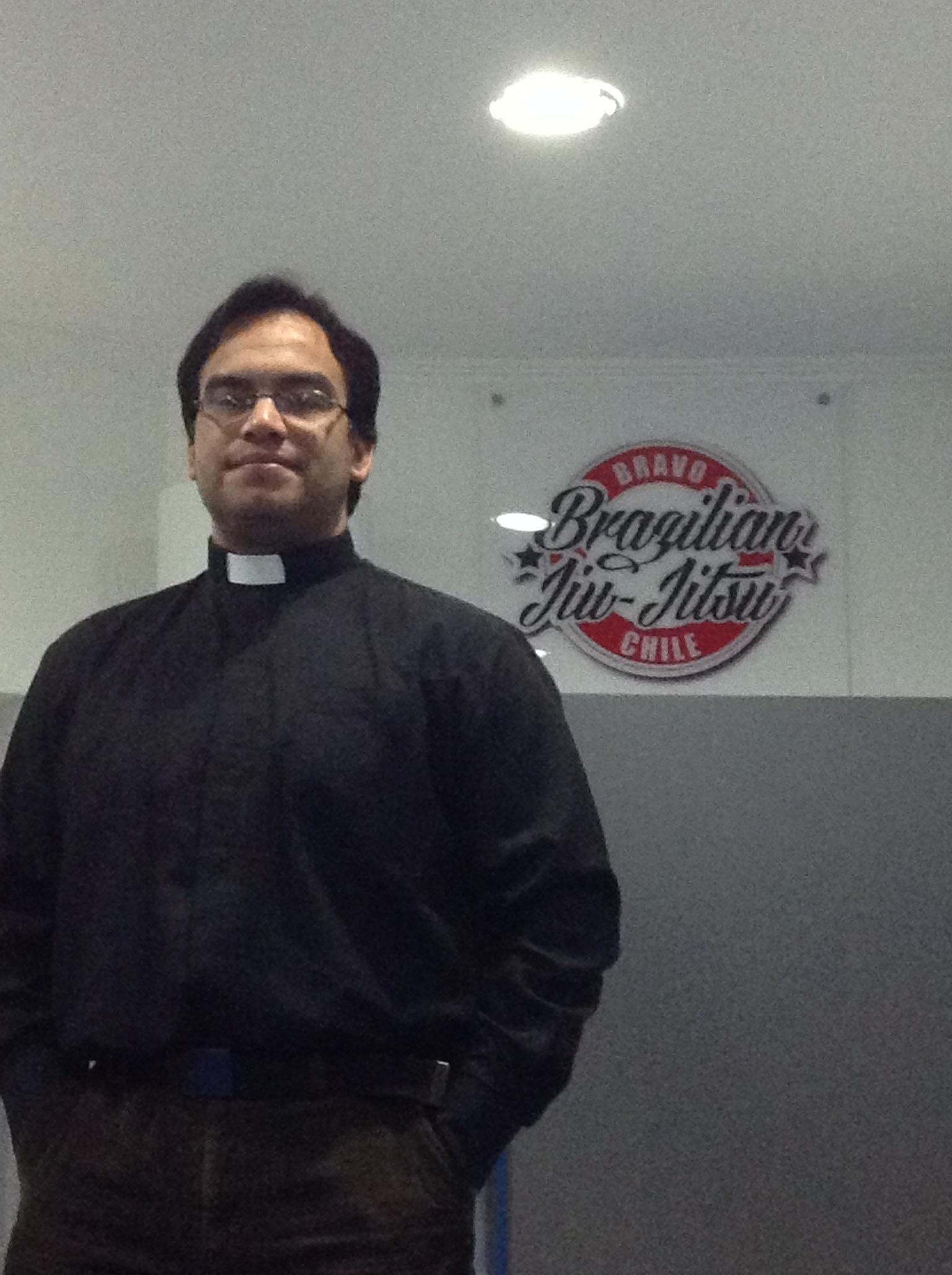Victor, a priest trains at Bravo Sport Club in Vinã del Mar, Chile. Photo: Personal Archive