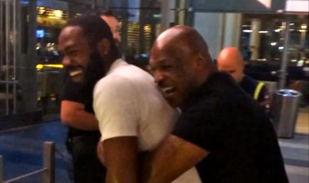 Vídeo: Jon Jones e Mike Tyson duelam em treino descontraído