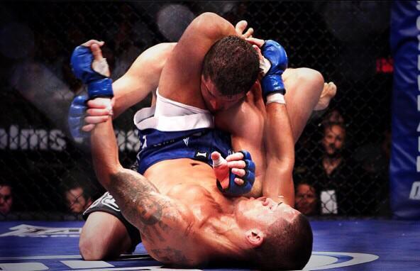 Vídeo: Os triângulos do campeão do UFC Anthony Pettis no extinto WEC