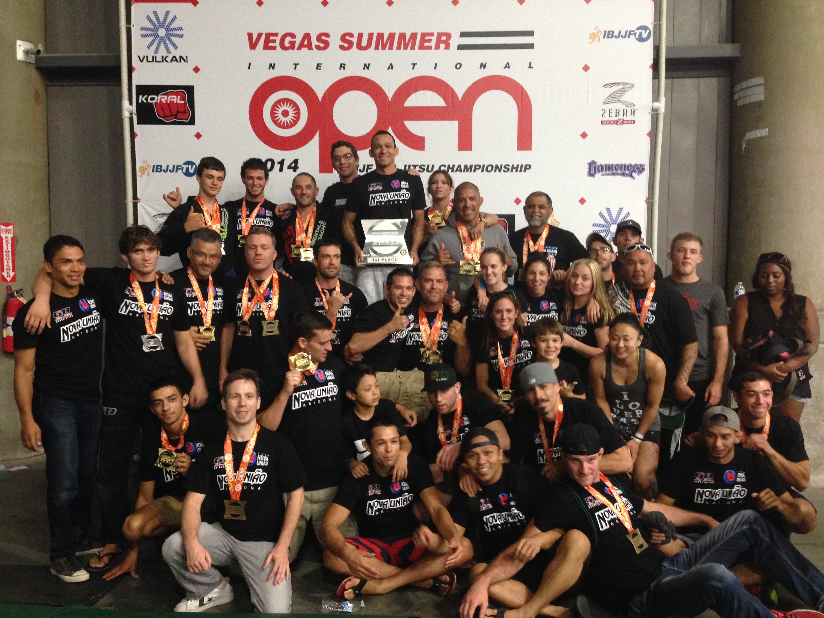 The Nova Uniao team takes first at the 2014 IBJJF Vegas Summer Open. Photo: Personal Archive
