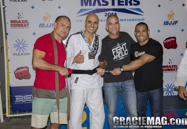 Xeque dos Emirados ganha faixa-preta no pódio do Internacional de Masters, no Rio
