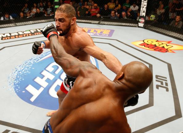 Thales mostrou o poder das mãos contra o francês Carmont no UFC em Tulsa. Foto: Josh HedgesZuffa LLC via Getty Images