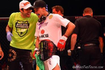 Thomas Almeida comemora chegada ao UFC em card com Shogun