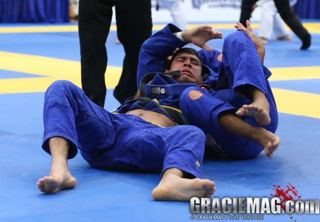 O estrangulamento relógio de JT no Americano de Jiu-Jitsu