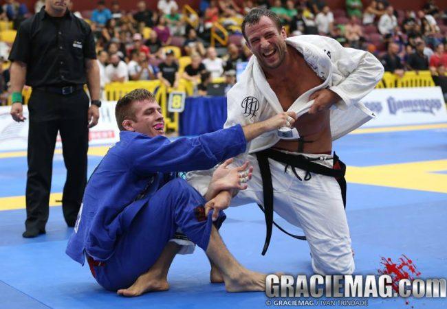 Vídeo: O desafio de Keenan contra 30 adversários sem parar