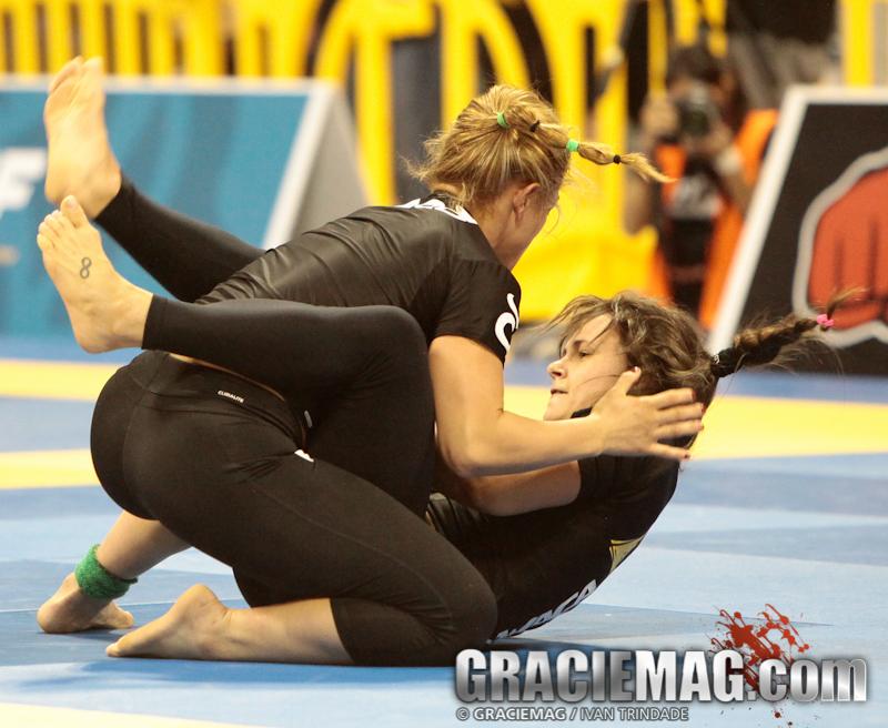 Michelle Nicolini e a sua perigosa guarda aberta. Foto: Ivan Trindade/GRACIEMAG