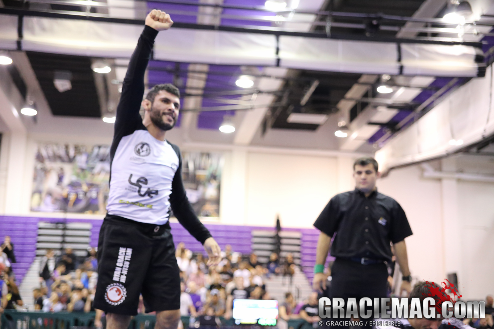 Claudio Cardoso celebrates his win. Photo: Erin Herle