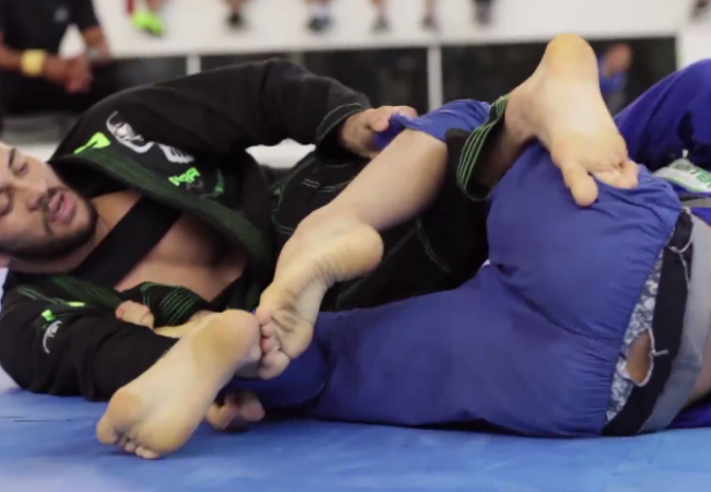 Video: Watch Renato Cardoso pass the guard and defend the back against Paulo Miyao