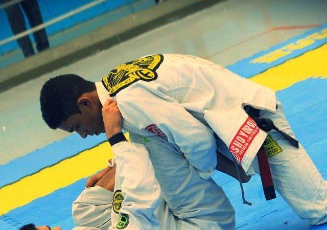 Professor de Jiu-Jitsu da Alliance, Thomas Lisboa ensina arapuca da guarda aberta
