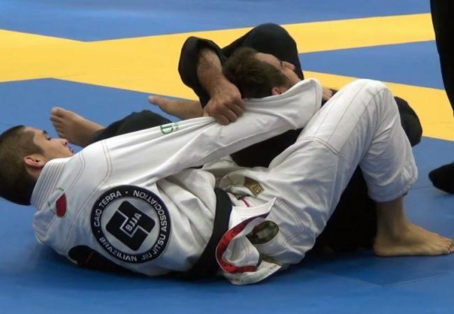 Estude o arco e flecha com esta finalização no Americano de Jiu-Jitsu