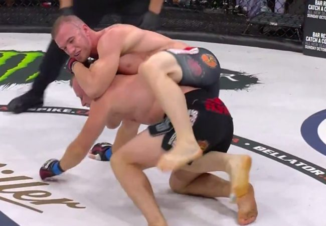 Vídeo: Atleta invicto usa o Jiu-Jitsu e finaliza em 30s por cinturão do Bellator