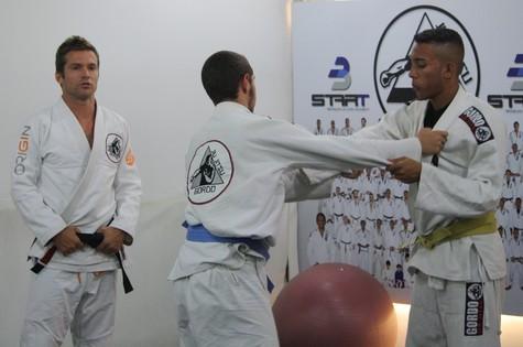 Heinrich , faixa-preta de Jiu-Jitsu, lecionando na Gordo Jiu-Jitsu. Foto: Arquivo Pessoal