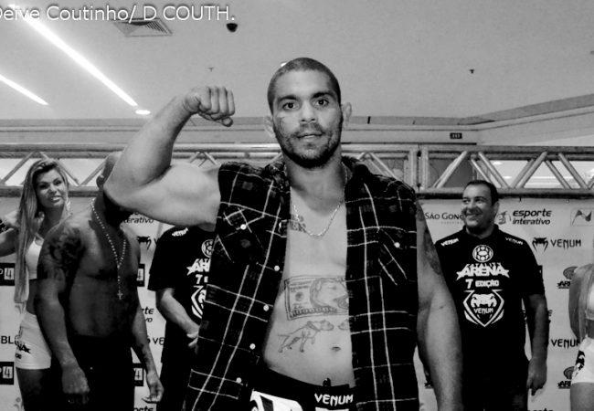 Vídeo: Faixa-preta de Carlson Gracie, Paulão Filho retorna ao MMA e usa o Jiu-Jitsu para vencer